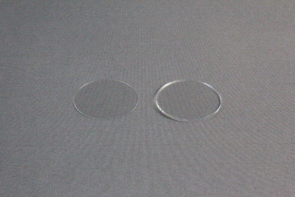 HR3-231/HR3-233 22 mm x 0.22 mm Siliconized circle cover slide (left) and HR3-247/HR3-249 22 mm x 0.96 mm Thick siliconized circle cover slide (right)